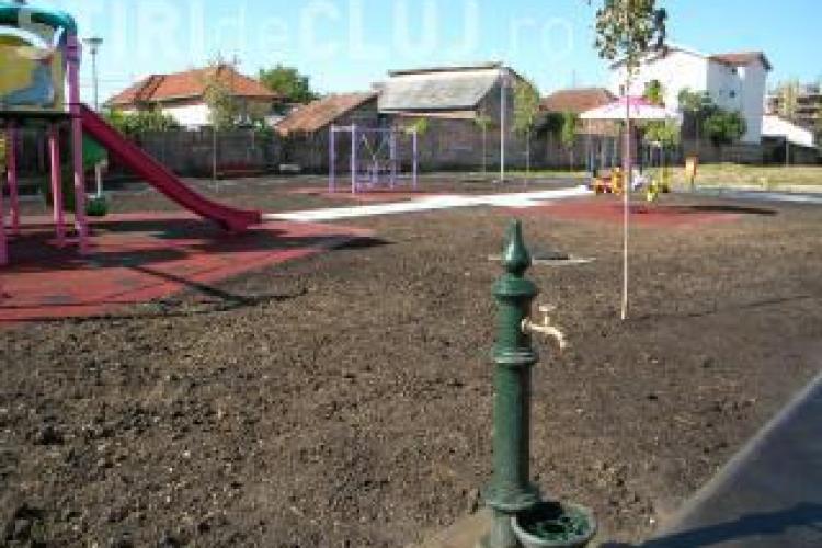 Organizatiile civice acuza: Parc pentru copiii albi, gunoi pentru copiii romi