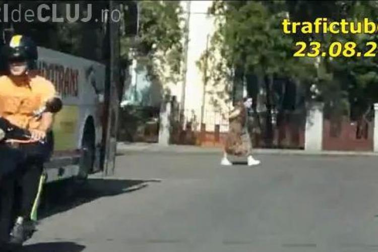 Cel mai tupeist conducator de scuter traieste la Cluj si circula numai pe interzis VIDEO
