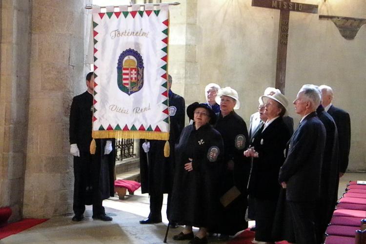Ordinul vitejilor, fondat de Horthy Miklos, criminalul de evrei, si-a sfintit steagul la Cluj, in Biserica Sfantul Mihail FOTO si VIDEO