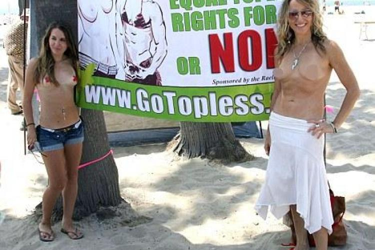 """Go Topless Day"", protest in sanii goi, in Los Angeles - FOTO si VIDEO"