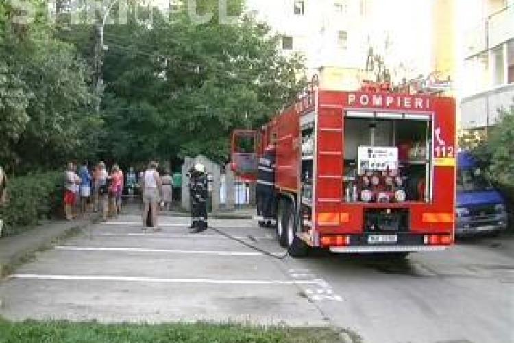 Incendiu pe strada Gheorghe Lazar, intr-un bloc de locuinte VIDEO