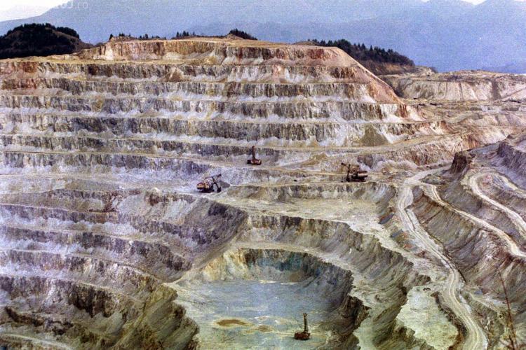 ONG -urile din Coalitia de Mediu protesteaza impotriva exploatarii cu cianuri de la Rosia Montana