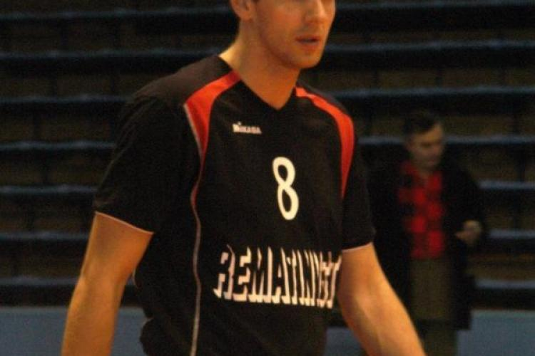 Voleibalistul Daniel Totoran a semnat un contract pe un an cu Universitatea Cluj