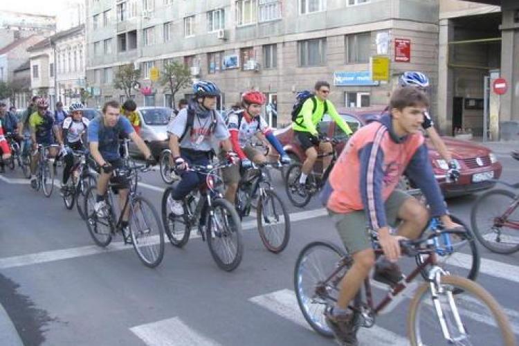 Biciclistii din Cluj-Napoca ies in strada, intr-un mars ce va avea loc joi, 22 aprilie