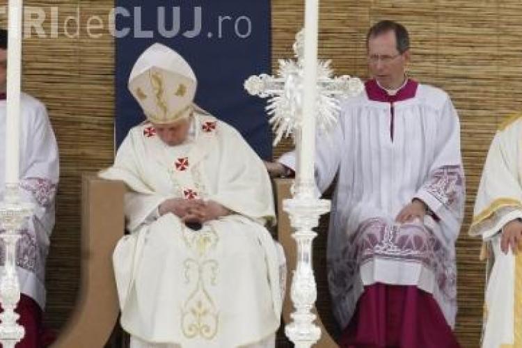 Papa Benedict al XVI - lea a adormit in timpul unei slujbe, in Malta - VIDEO