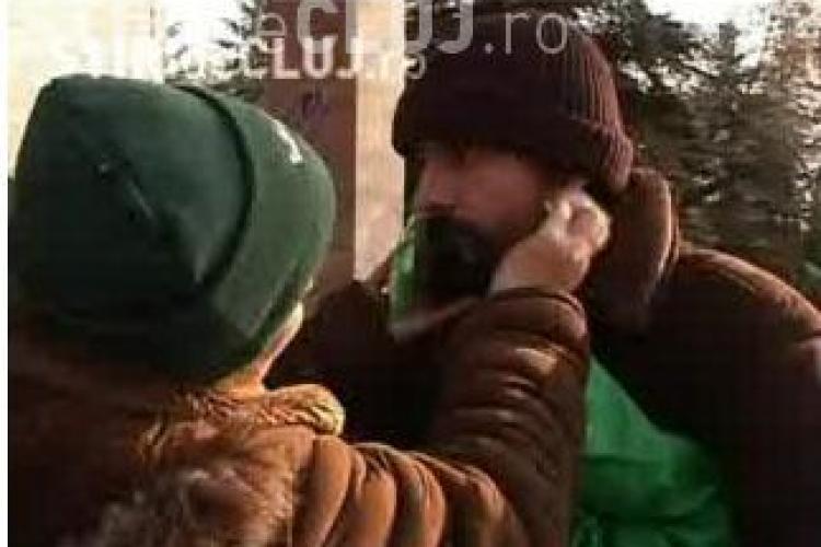 O familie de bucuresteni a fost scoasa cu scandal, de mascati, din hotelul Sport din Cluj, unde era cazata- VIDEO EXCLUSIV