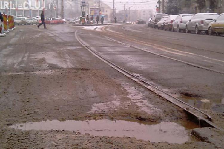 """RATUC vrea sa carpeasca zecile de """"cratere"""" de langa sinele de tramvai de pe strazile Primaverii si Plopilor"""