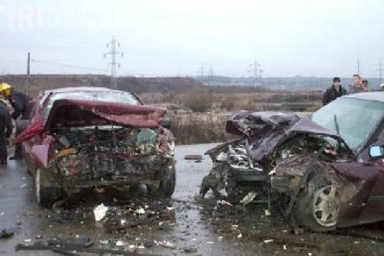 Accident de circulatie cu trei morti pe drumul dintre Cluj si Salaj. O cisterna cu benzina s-a rasturnat