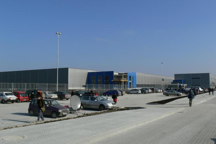 400 de angajati de la fabrica Nokia de la Jucu au fost trimisi astazi acasa, din cauza norului de cenusa