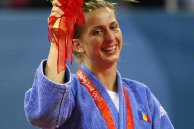 Alina Dumitru: Am primit pentru titlul european 5.000 de euro, cat un fotbalist care castiga un meci intr-o etapa