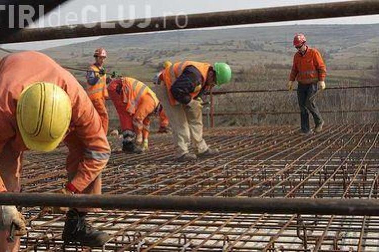 700 de muncitori de la Autostrada Transilvania primesc de azi deciziile de disponibilizare