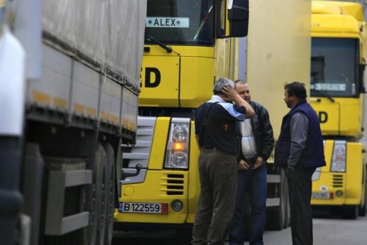 """Transportatorii romani acuza ca sunt """"vanati"""" in UE pe perioada de odihna intre curse"""