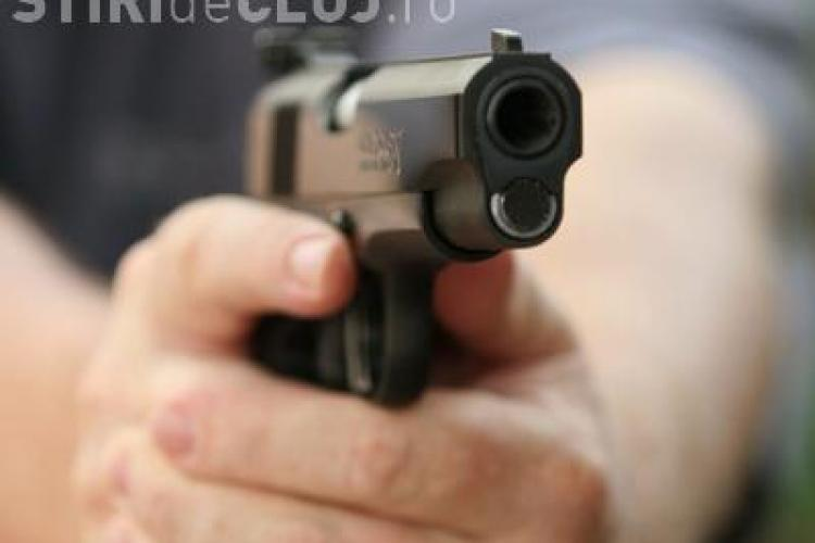 Tanar suspectat de furt, impuscat mortal de un politist