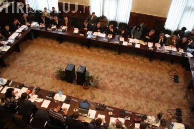 Consilierii judeteni din Cluj trebuie sa imparta lunar 200 de litri de benzina si un autoturism Dawoo Nubira pentru deplasarile in teritoriu