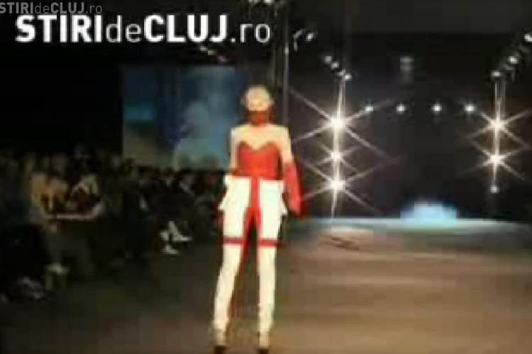Haine desprinse din Star Trek si pantofi legati cu sarme la Cluj Fashion Week- VIDEO