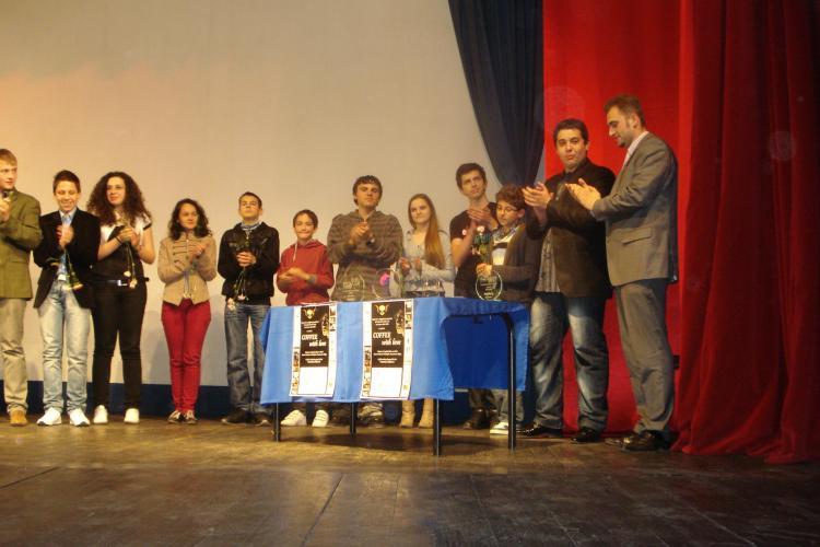 """""""Coffee with love"""" aduce Delfinul roz la Cluj. Elevii clujeni au luat locul I la Festivalul Creativitatii din San Remo"""