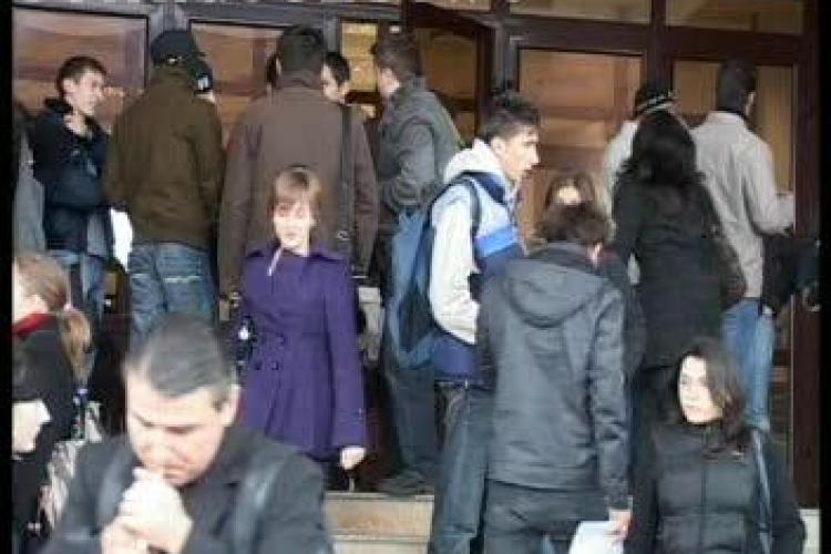 Studentii de la UBB Cluj protesteaza alaturi de profesorii de la Universitate fata de Legea Educatiei