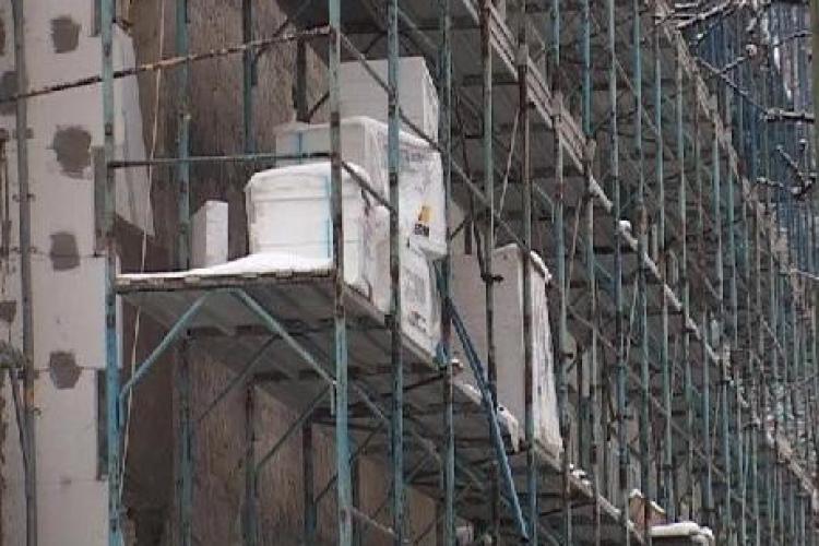 Guvernul vrea sa garanteze creditele luate de asociatiile de locatari pentru reabilitarea termica a blocurilor
