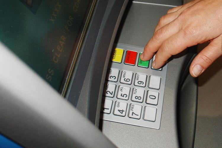Consiliul Concurentei investigheaza 10 banci, suspectate ca au format un cartel ca sa creasca dobanzile