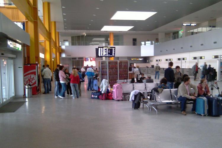 Haos pe Aeroportul International din Cluj! Din 14 curse, 13 au fost anulate si una intarziata- VIDEO