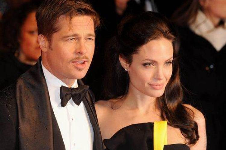 Angelina Jolie l-a cerut in casatorie pe Brad Bitt