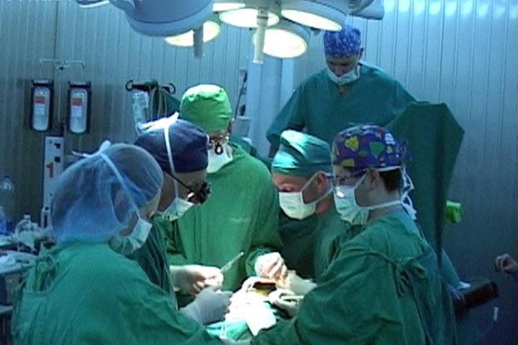 Peste 1600 de chirurgi din tara si strainatate se intalnesc la Cluj de luni