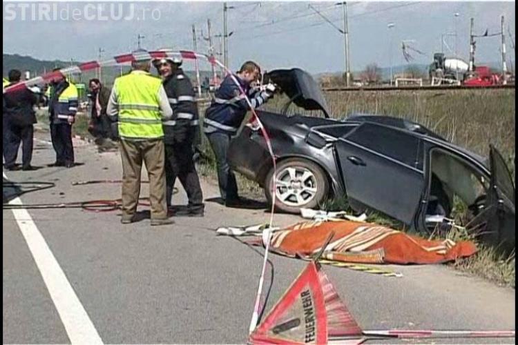 VIDEO - Accident grav la Jucu. Soferul unui BMW X6 a intrat in plin intr-un Audi si l-a omorat pe sofer