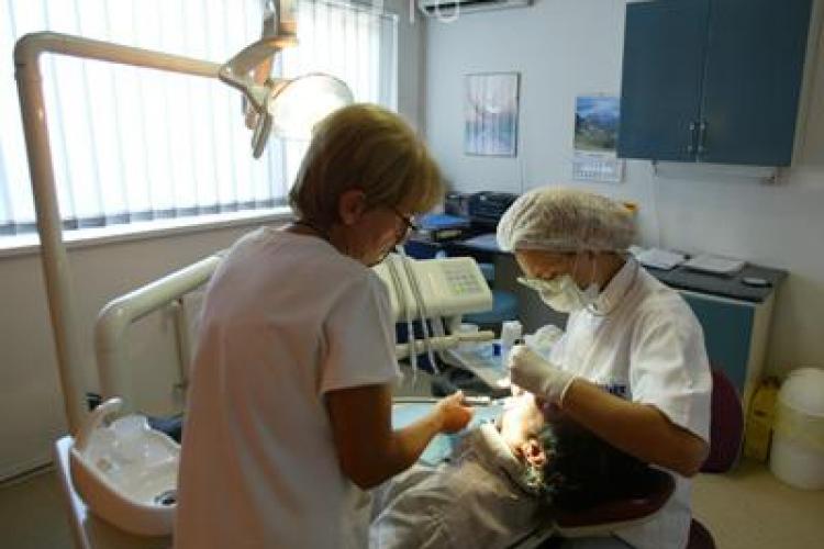 Peste o mie de clujeni sunt pe lista de asteptare pentru proteze decontate de CJAS