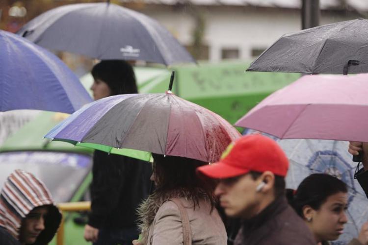 Ploile au pus stapanire pe toata tara si vremea se va pastra asa timp de cateva zile - Prognoza METEO pe urmatoarele trei zile