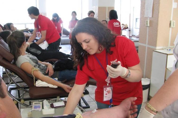 Studentii clujeni au demarat astazi o campanie de donare de sange care se va incheia in 7 mai