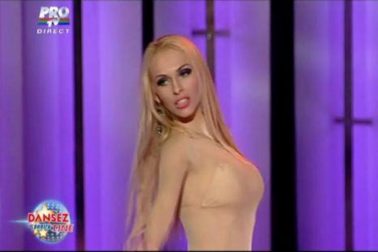 "Andreea Spataru si-a dat jos rochia in direct la ""Dansez pentru tine"" - VIDEO"