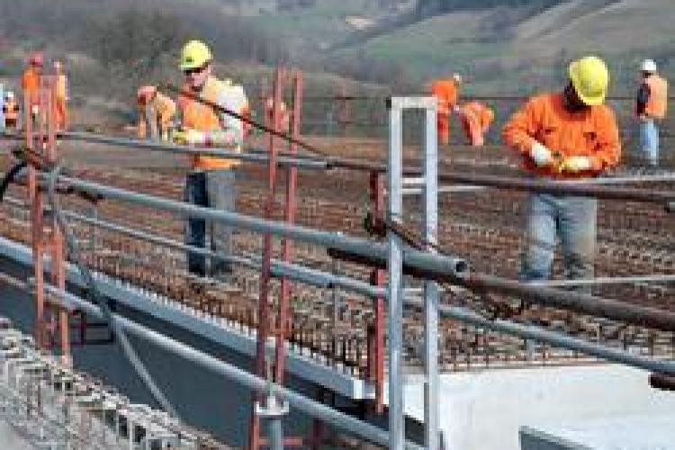 Bechtel ameninta ca ar putea disponibiliza inca 600 de muncitori de la Autostrada Transilvania, pe langa cei 700 anuntati deja