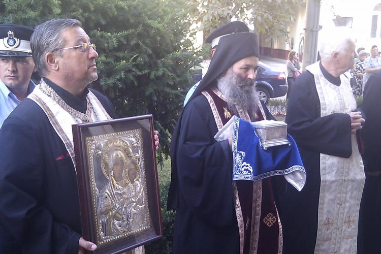 Moastele de la Muntele Athos au ajuns la Cluj-Napoca! Sute de credinciosi le-au asteptat VIDEO si FOTO