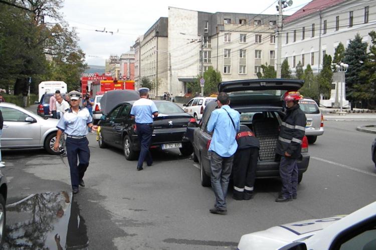 Accident in Piata Stefan cel Mare din Cluj-Napoca. Un om a fost ranit VIDEO si FOTO