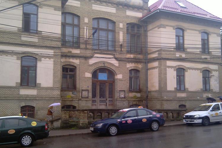 Tentatava de sinucidere la Clinica de Psihiatrie Cluj! O femeie s-a aruncat de pe acoperisul cladirii