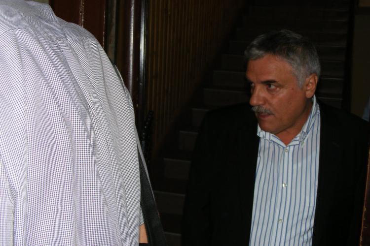 Directorul Colegiului Tehnic Napoca Cluj, Nicolae Nistor, retinut pentru o spaga de 2.000 de euro EXCLUSIV