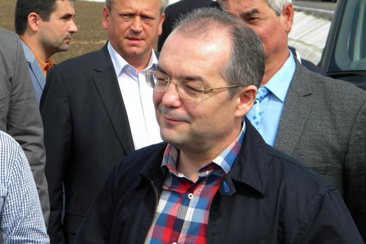 Emil Boc, prezent sambata la nunta lui Rares Rusu, directorul Transelectrica Cluj