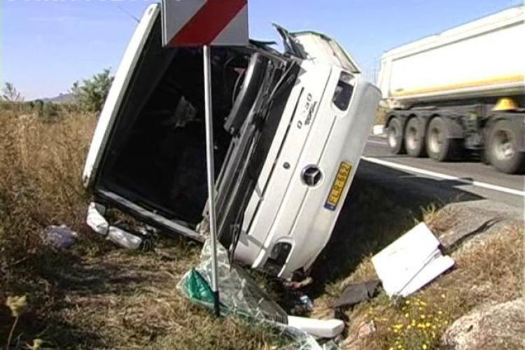 Accident la Saula! Un autocar cu turisti maghiari a fost lovit de un TIR. Un diplomat maghiar a facut scandal VIDEO