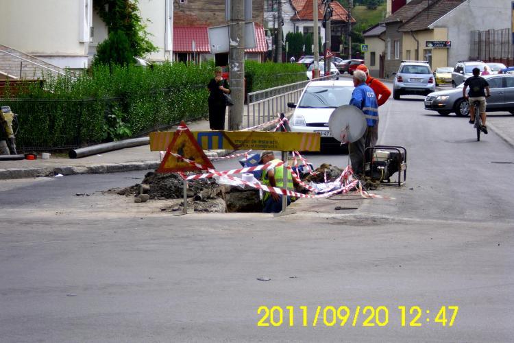 E.ON Gaz a spart din nou strada Aurel Suciu, dupa ce abia fusese reasfaltata Galerie FOTO