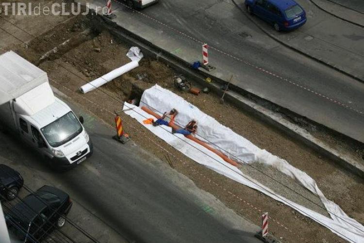 Muncitorii de la linia de tramvai dorm in timpul programului? FOTO