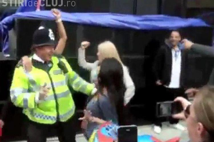 Cum a dansat un politist la carnavalul Notting Hill! Clipul a ajuns hit pe YouTube VIDEO