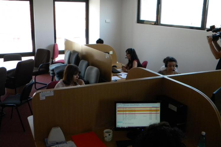Somerii din Cluj primesc gratuit telefoane, pentru a putea fi sunati si chemati la lucru VIDEO