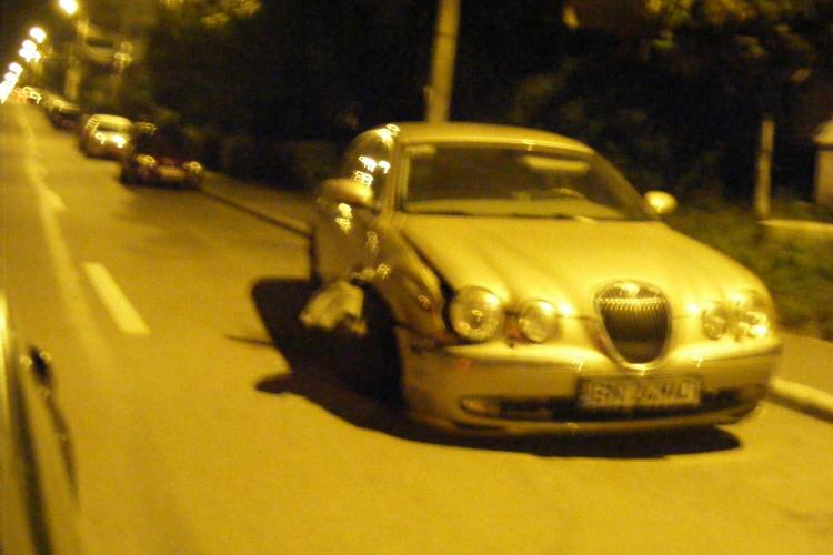 Jaguar de lux avariat, abandonat pe strada Dunarii, din cartierul Marasti FOTO
