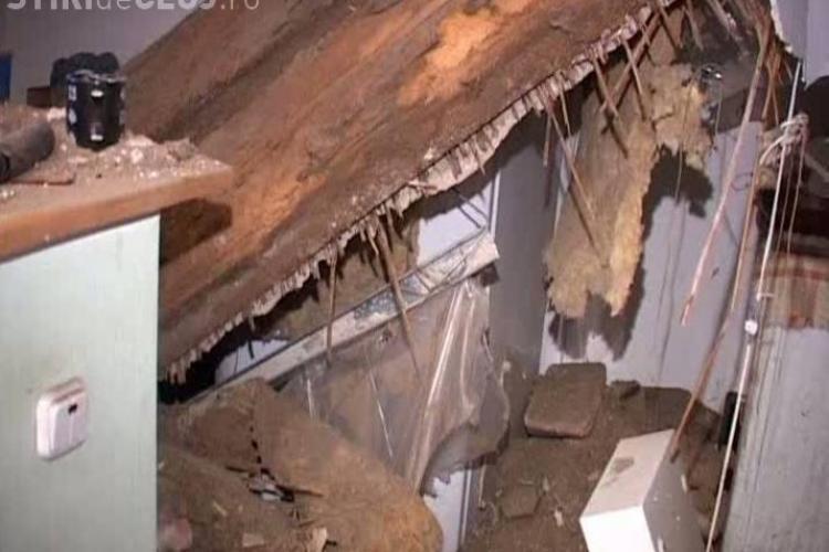 O dejeanca s-a trezit cu tavanul in cap in timp ce statea la televizor VIDEO
