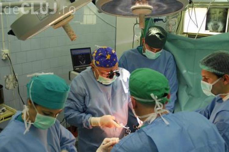 O tanara de 24 de ani, care are numai 40 de kg, a primit unul dintre rinichii veniti la Cluj de la Oradea VIDEO