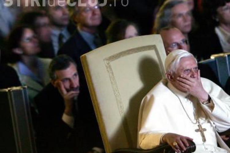 Papa Benedict al XVI-lea s-a intalnit cu victimele abuzate sexual de preoti!