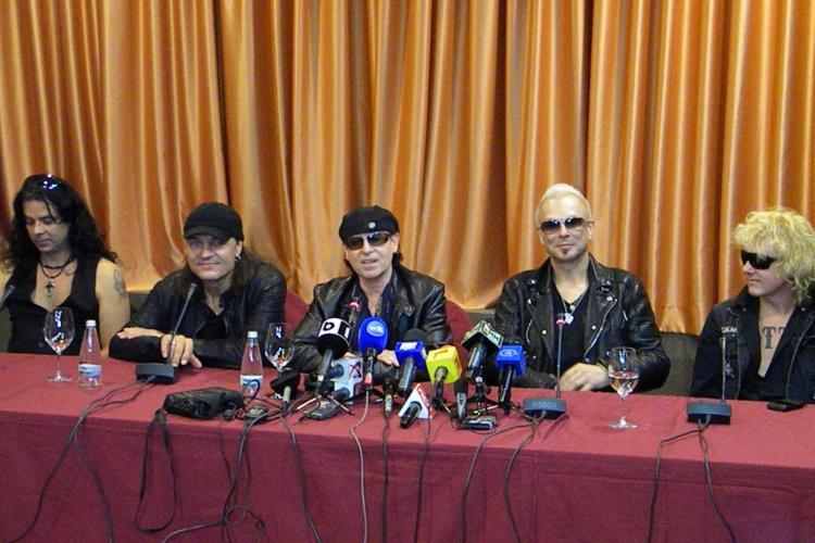 Rockerii de la Scorpions i-au aplaudat pe cei 40.000 de oameni care vor umple Cluj Arena! VIDEO