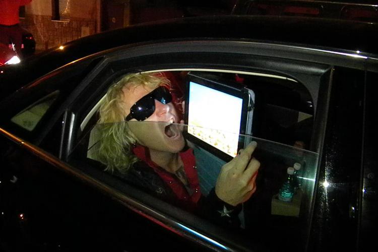 Rockerii de la Scorpions au dat in mintea copiilor! Bateristul se joaca toata ziua Angry Birds VIDEO