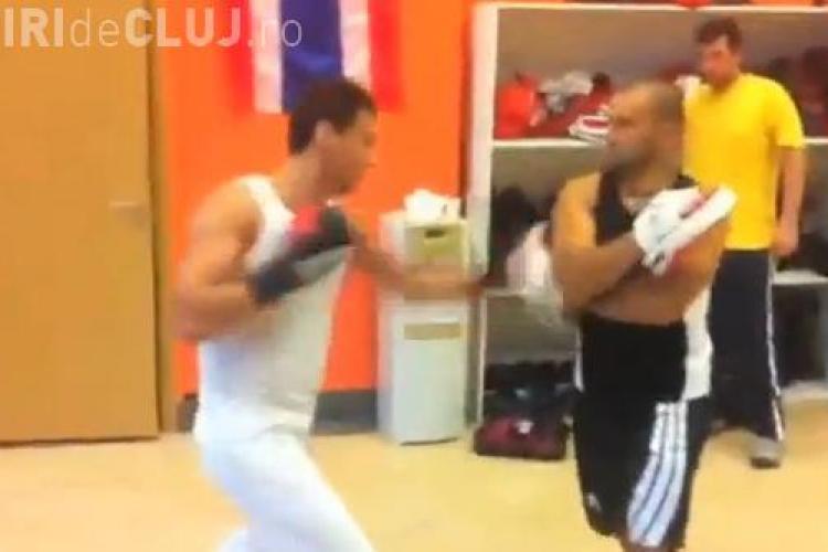 Noi imagini cu Mircea Badea, care rupe sacul de box de la Gimmy Polus VIDEO