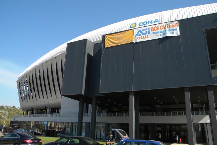Dupa ce a fost huiduit, Tise si-a dat jos bannerul portocaliu de pe Cluj Arena FOTO